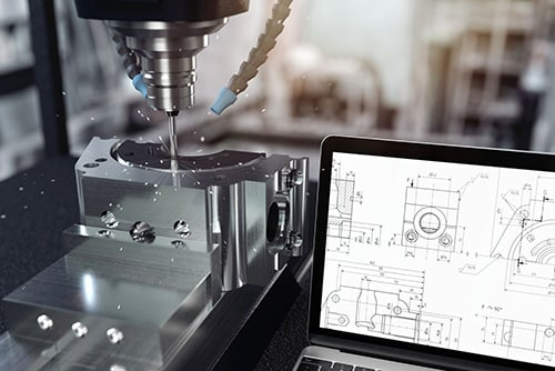 Maschine für Metall Bearbeitung und Konstruktion mit Laptop